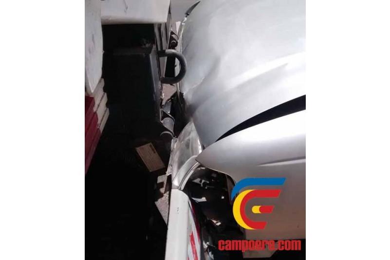 Dois veículos colidem em sequencia na traseira de caminhão com placas de Campo Erê