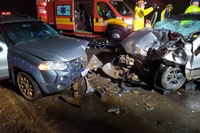 Colisão frontal na SC 480 deixa 4 mortos e 2 feridos