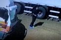 Vídeo - Policia  pede ajuda para identificar acusados de furto em cabine de caminhão