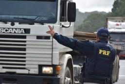 PRF altera horários de tráfego de caminhões nos feriados de 2020