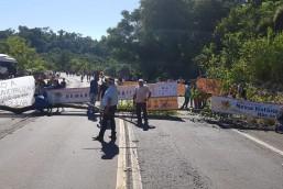 Índios bloqueiam rodovias na região